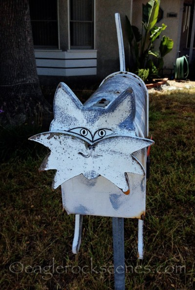 Kitty mailbox - front view