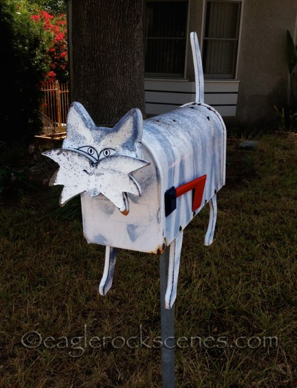 Kitty mailbox - three-quarter view