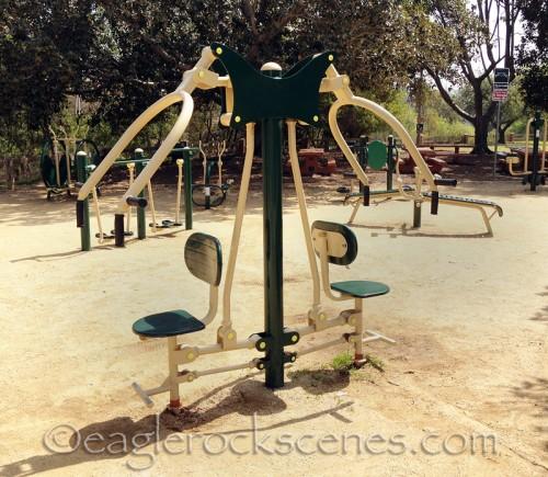 outdoor shoulder press