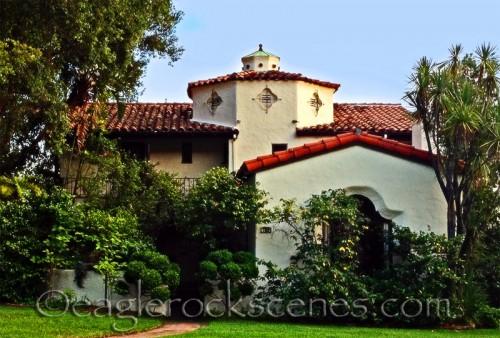 I love this vintage Mediterranean style home