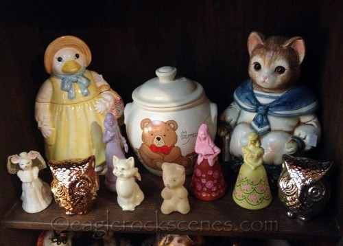 A shelf of knickknacks